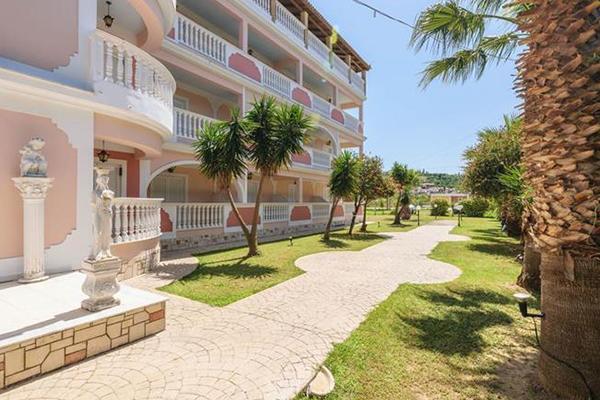 Dinos hotel 600x400